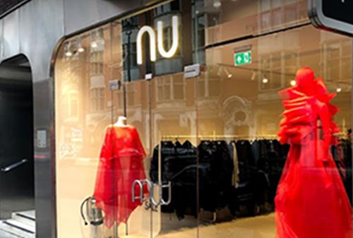 """İkonik Koleksiyonların öncüsü """"Nu"""", Londra'nın en prestijli caddelerinden Cavendish St. Marylebone'da."""